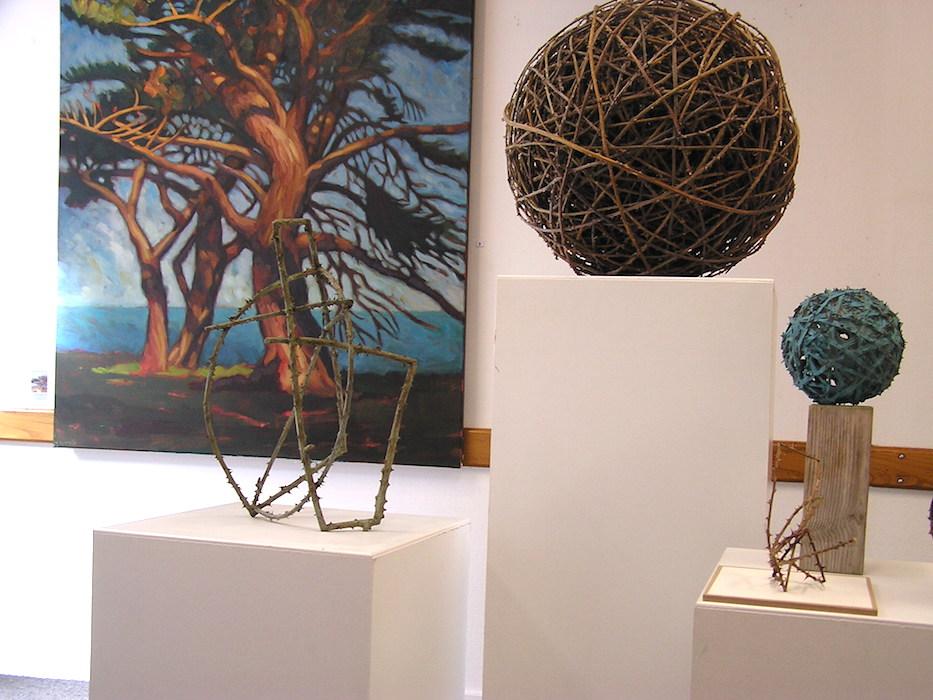 peinture arbre hélène courtois-redouté et boule en ronce et bronze