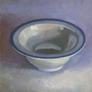 bol en porcelaine blanche sur fond bleu