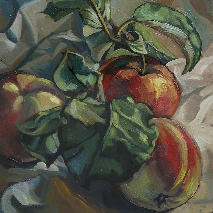 pommes rouges et jaunes avec grandes feuilles