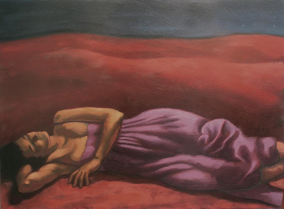 femme avec robe violette dormant dans un désert rouge