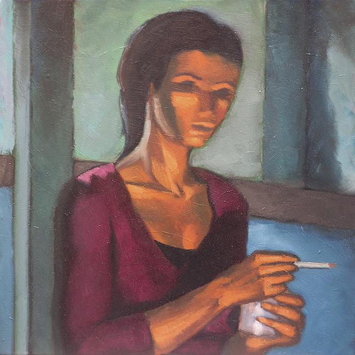 femme mélancolique fumant une cigarette