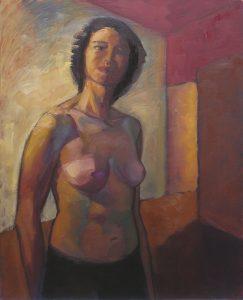 nu féminin debout avec une porte ouverte laissant passer la lumière
